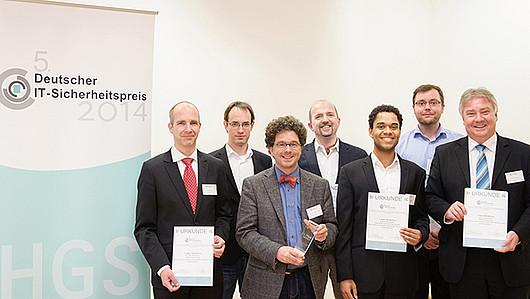 Das Entwickler-Team der Blurry-Box-Kryptographie erhielt während der Preisverleihung die Auszeichnung für den ersten Platz des 5. Deutschen IT-Sicherheitspreises.© RUB, Photo: Sadrowski